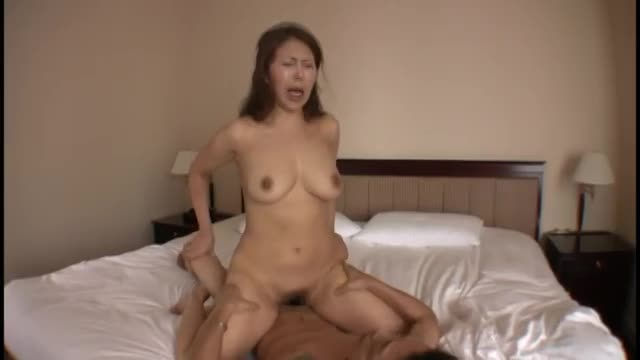 熟女、菊川麻里出演のバイブ無料jukujyo動画。従順なドM熟女菊川麻里が刺激を求めてアナルセックスに挑戦!