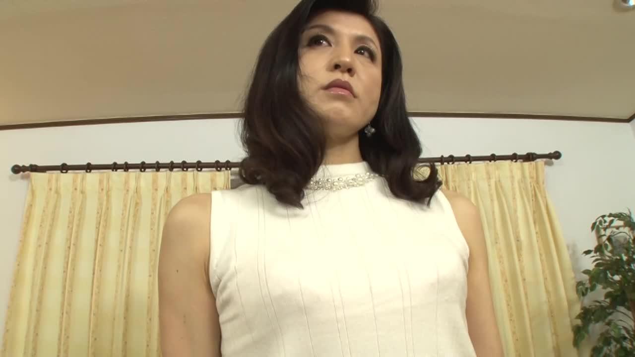 52歳の五十路の真面目な美熟女が初脱ぎAVデビューするドキュメント企画
